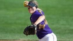 Washington softball team wrapped up a 4-1 weekend